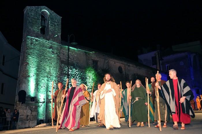 Il Consigliere UNESCO Morales a Sezze Per assistere alla  rappresentazione del VenerdìSanto
