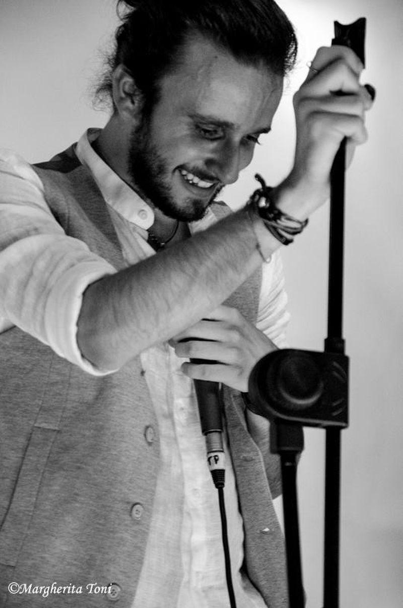 """Alessio Ingravalle, anteprima dell'album """"Sono nato di nuovo"""" al Teatro LoSpazio"""