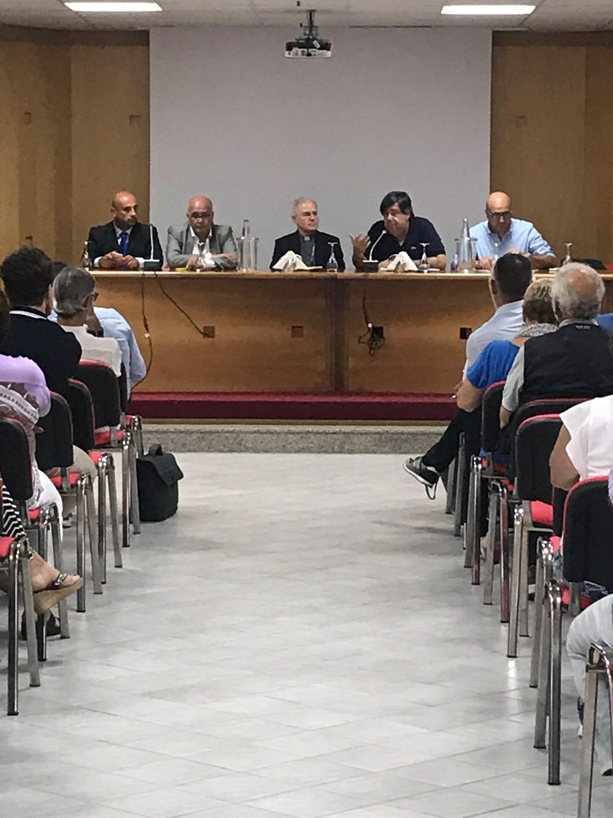 I cattolici per una nuova politica. Mons Crociata al Forum 015 aLatina