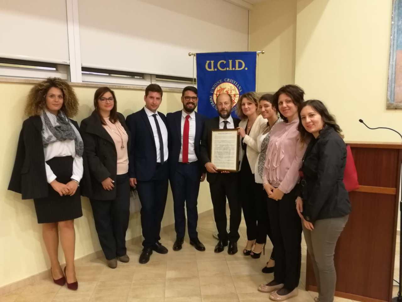 I Giovani dell'UCID consegnano il Manifesto dell'impresa etica a PaoloGrignaschi