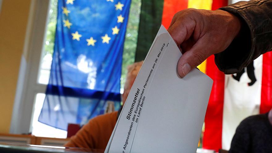 EUROPEE: SONDAGGI AUSTRIA, VOLANO I POPOLARI DELL'OEVP AL 34,5%