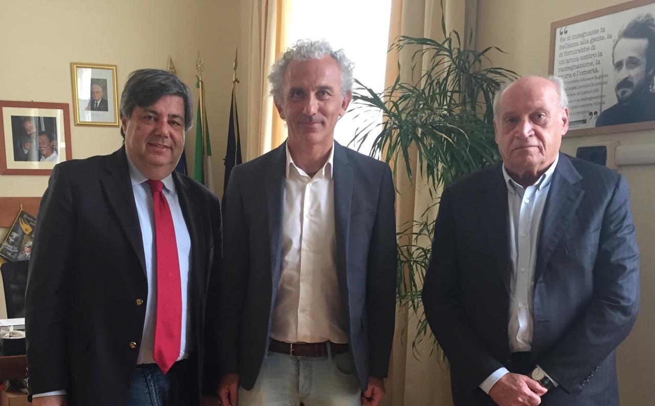 Ivan Simeone(direttore CLAAI Assimprese) con il Sindaco Coletta e il dott. Renzo Vecchi (del direttivo di CLAAI Assimprese)