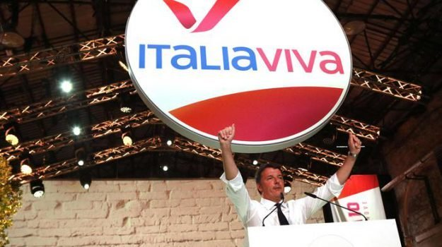"""Il leader di Italia Viva Matteo Renzi ha tenuto il discorso di chiusura della decima edizone della Leopolda e subito ha attaccato Salvini. """"Goditi il Papeete – ha detto – che a governare pensiamonoi""""."""