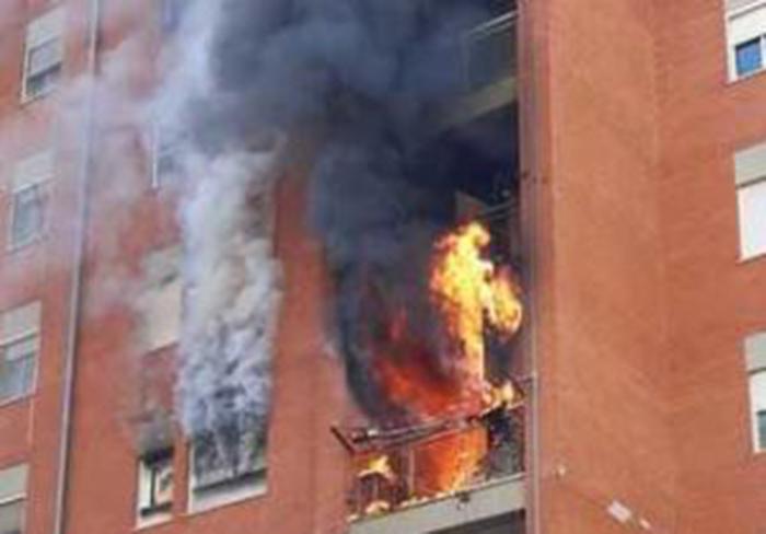 Ater, incendio a Cisterna rientrano i primiinquilini