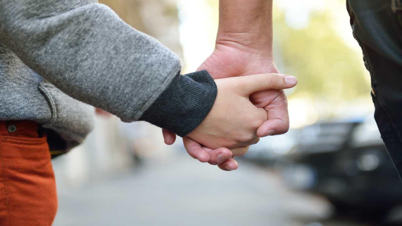Viminale, sì a camminata genitore-figlio, no a jogging. Nuova circolare a prefetti, spostamenti solo vicinocasa.