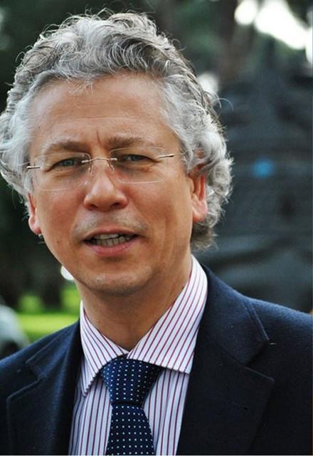 L'ITALIA BELLA E L'ITALIETTA SACCENTE (di Massimo DeSimoni)