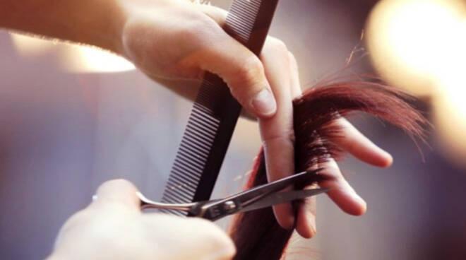 Fase 2: parrucchieri, no riviste e chiacchiere allospecchio