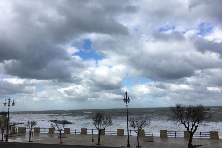 Maltempo: mareggiate in provincia latina, danni astabilimenti